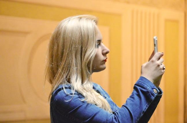 blonde-1503202_1280